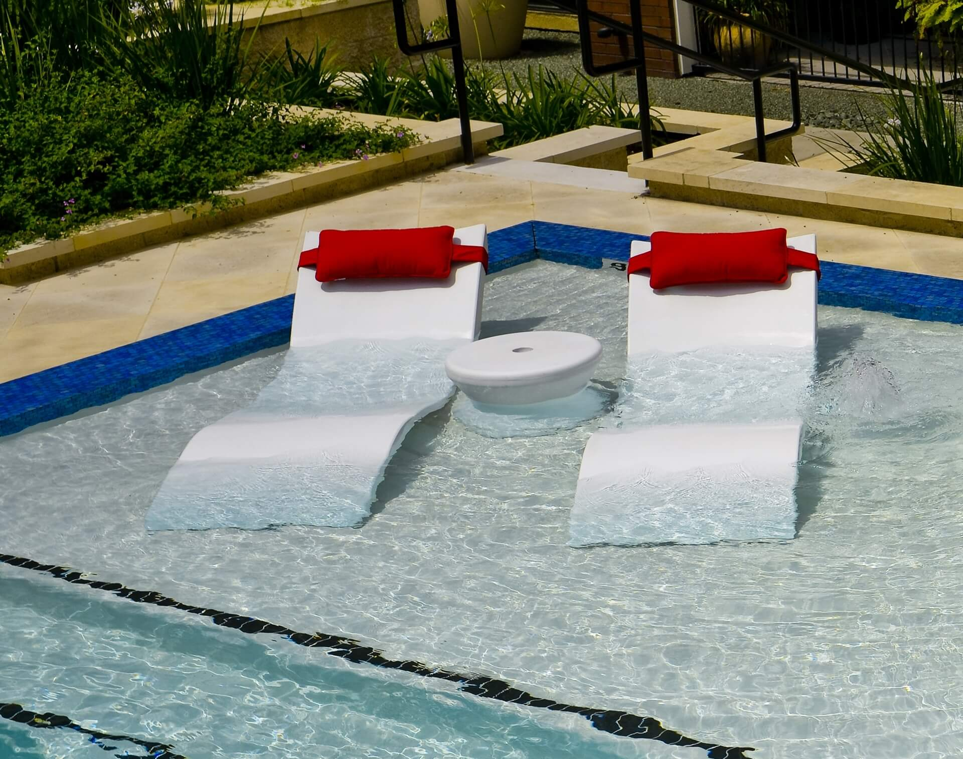 Ledge Lounger Signature In Pool Chaise